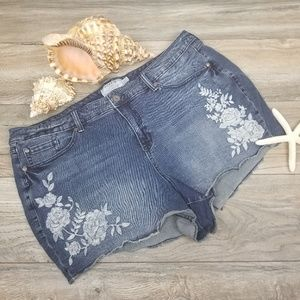 Torrid denim jean shorts floral embroidery Sz 26